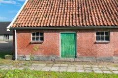 Schuur met groene deur Stock Fotografie