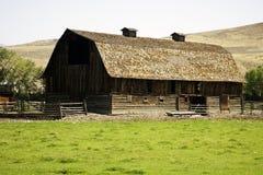 Schuur in platteland Royalty-vrije Stock Afbeelding