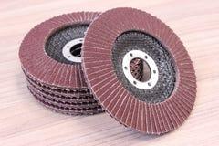 Schuurpapier, nieuwe schijven voor elektrisch gereedschap Stock Afbeeldingen