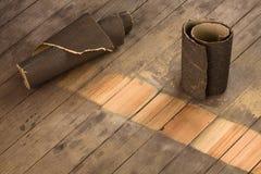 Schuurpapier op hout Stock Foto's