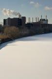 Schuylkill Fluss-Fabrik und Schnee Stockfotos