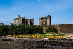 Schwärze-Schloss, Förde von weiter, Schottland Stockbild