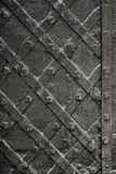 Schwärzen Sie geschmiedete Eisentür für Beschaffenheit oder Hintergrund, alte Architektur des Schlosstorhintergrundes Stockbild