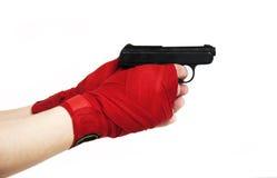 Schwärzen Sie Gewehr in einer Hand Lizenzfreie Stockfotos