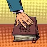 Schw?ren auf der Bibel Gericht und Religion stock abbildung