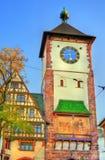 Schwabentor,一个历史城市门在弗赖堡-巴登-符腾堡州,德国 库存照片