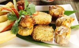 Asiatischer Salat mit Reisnudeln, Radieschen , Zucchini