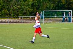 Dzieci bawić się piłkę nożną BSC sChwalbach Zdjęcie Stock