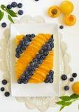 Schwammkuchen mit Jogurtkremeis Lizenzfreie Stockbilder