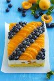 Schwammkuchen mit Jogurtkremeis Stockbild