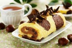 Schwammrolle mit Schokolade Stockbild