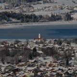 Schwangau en tysk stad under vinter royaltyfri foto