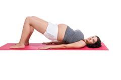 Schwangere ausarbeitende Frau des Active Lizenzfreie Stockbilder