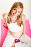 Schwangere blonde Frau Stockbild
