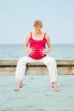 Schwangere Frau auf Strand stockbild