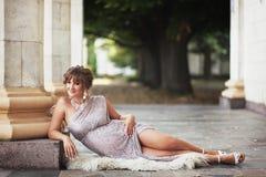Schwangere Frau Bbeautiful in Griechenland Stockfotografie