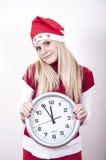 Schwangere Frau der Panik mit Weihnachtshut und -borduhr Stockbilder