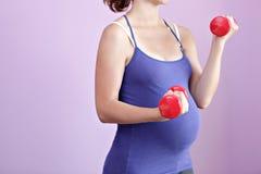 Schwangere Frau des Active. Stockfotos