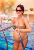 Schwangere Frau des Active Stockfoto