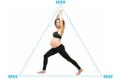 Schwangere Frau, die Übung tut lizenzfreie stockfotografie
