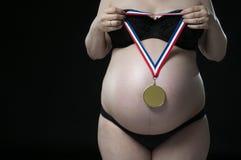 Schwangere Frau, die Meister erwartet. lizenzfreies stockfoto