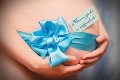 Schwangere Frau mit einer Überraschung Lizenzfreie Stockfotos