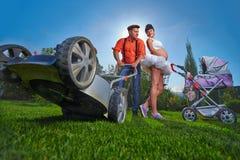 Schwangere Frau mit ihrem Ehemann Lizenzfreie Stockfotos