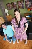 Schwangere Frau mit Kontraktionen Stockfotos