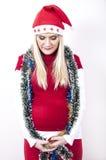 Schwangere Frau mit Weihnachtshut, Dekorationen Lizenzfreie Stockbilder