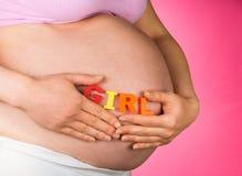 Schwangere Frau mit Wort MÄDCHEN Lizenzfreies Stockfoto
