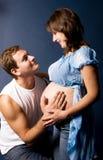 Schwangere Frau und ihr Ehemann stockfoto