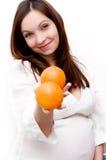 Schwangere Frau und Orangen Lizenzfreie Stockfotografie