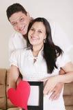 Schwangere Frauen mit ihrem Ehemann, der auf ihr Baby wartet Lizenzfreie Stockbilder