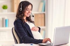 Schwangere Geschäftsfrau lizenzfreie stockbilder
