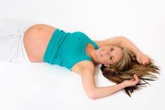 Schwangere junge entspannende Frau Lizenzfreies Stockbild