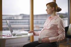 Schwangere und Arbeitsvarianten Stockfotos