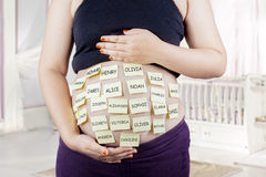 Schwangerer Bauch mit Baby nennt Wahlen Lizenzfreies Stockbild