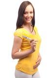 Schwangerschaftprüfung. Glückliche Frau mit positivem Ergebnis Stockfoto