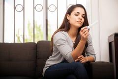 Schwangerschaftstest zu Hause Lizenzfreies Stockbild