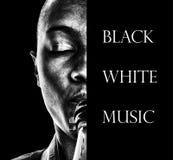 Schwarz, weiß, Musik und ein Horn Lizenzfreies Stockbild