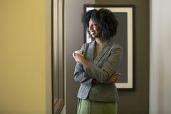 Schwarzafrikaner-amerikanische weibliche Geschäftsfrau Having Coffee stockfoto