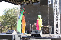 Schwarzafrikanerclowne auf Stadium Stockbild