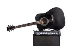 Schwarze Akustikgitarre Stockbilder