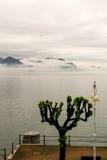 Schwarze Berge im Nebel Lizenzfreie Stockbilder