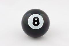 Schwarze Billiardkugel Nr. acht trennte auf Weiß Stockbild