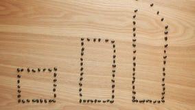 Schwarze Bohnen sind gebildete Statistikstangen auf Holztisch lizenzfreie abbildung