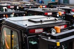 Schwarze Dächer von neuen elektrischen Gabelstaplerautos Lizenzfreie Stockfotos