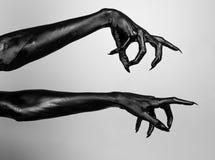 Schwarze dünne Hände des Todes Stockbilder