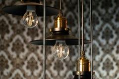 Schwarze dekorative Lampen hängt von der Decke Moderne Hängeleuchten, moderne Innenarchitektur stockbilder