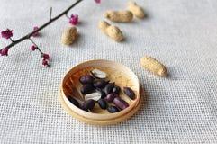 Schwarze Erdnüsse Stockbilder